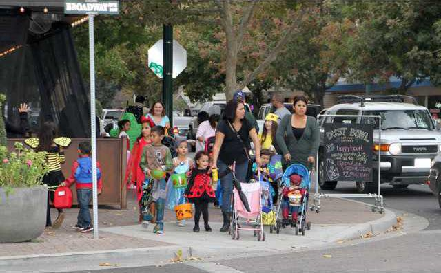 downtown trick-or-treat pic1