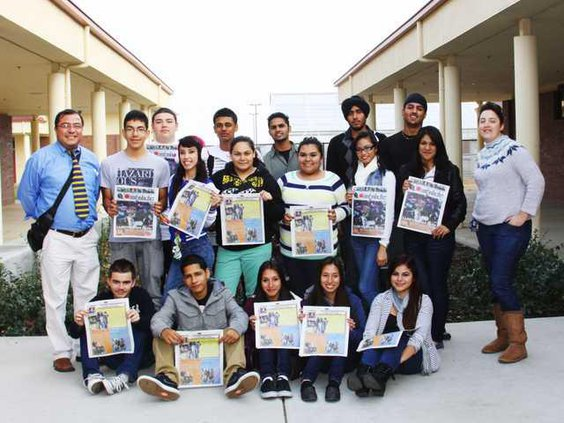 MON-Cambalache-Newspaper-students-LT