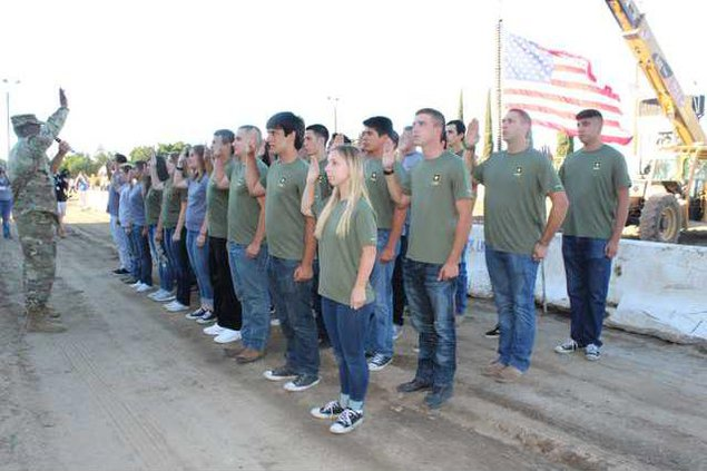 army recruits 1