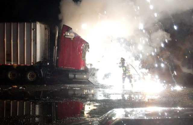 truck fire pic2