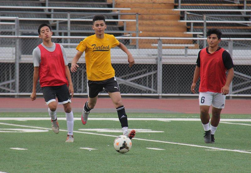 turlock boys soccer preview pic3