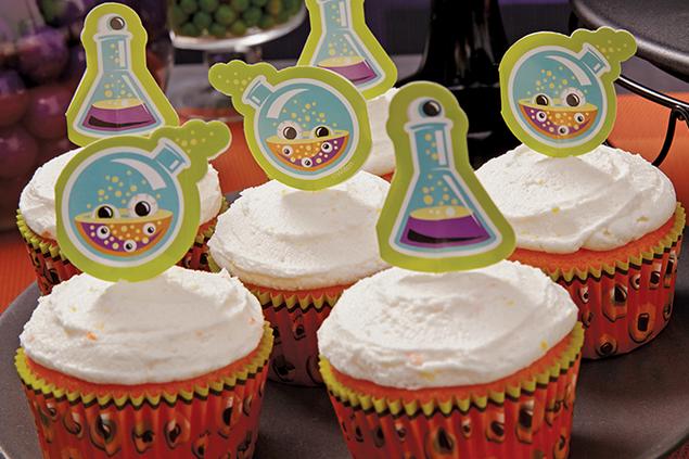 1601-Candy-Corn-Cupcake.png