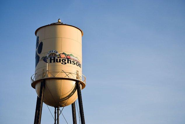 Hughson_California_Water_Tower.jpg