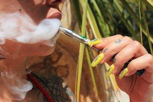 vaping cannabis