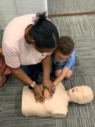 CPR training DSC_1011.jpg